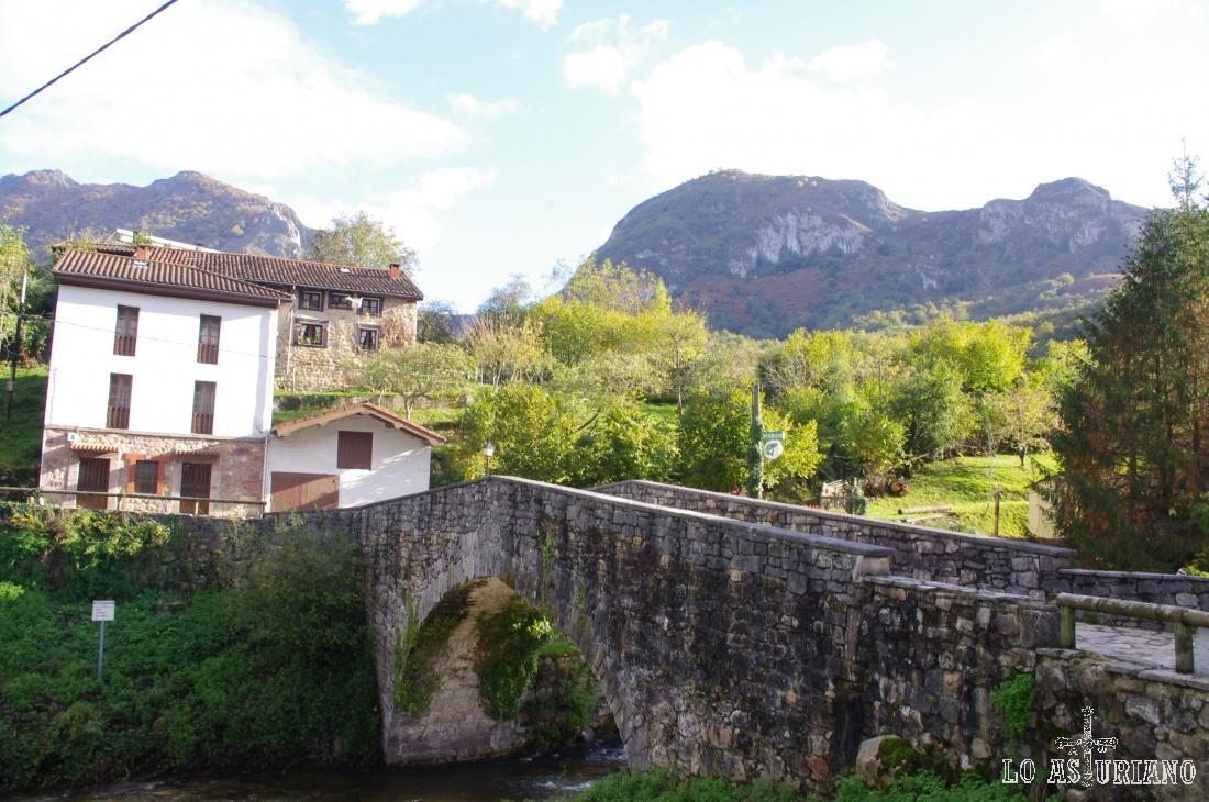 Puente sobre el río Alba.