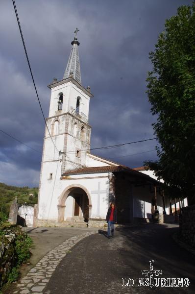 Iglesia dedicada a San Andrés, que fue construida con el dinero que aportaron los vecinos en 1805.