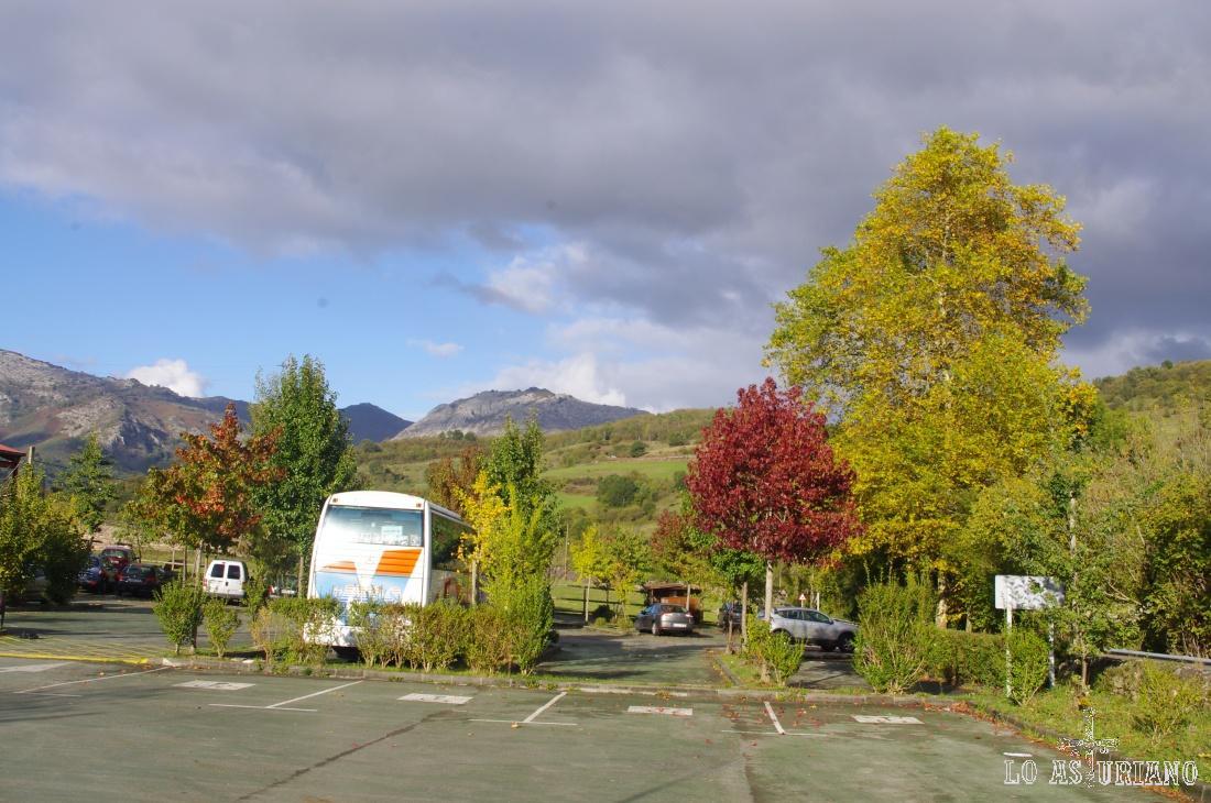 Parking habilitado en Soto de Agües, uno de los pueblos más visitados del Parque Natural de Redes, debido a las preciosas rutas del entorno, en especial la ruta del Alba.