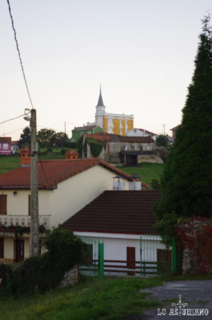 Casa Amarilla, en Somao, Concejo de Pravia.