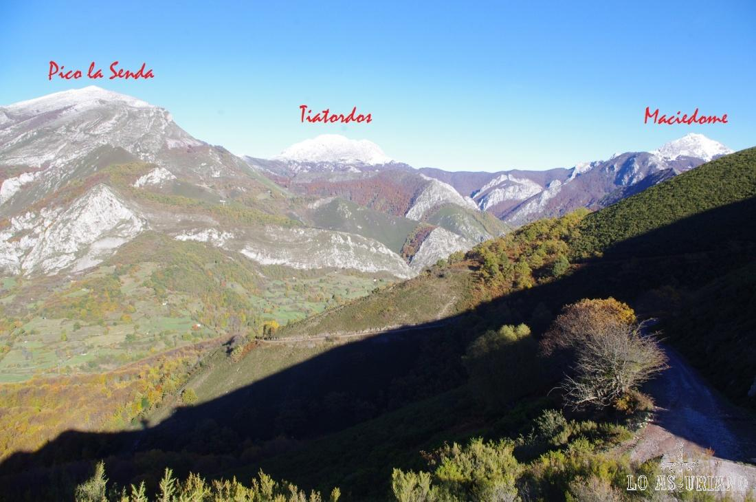 Cimas en el entorno de Bezanes, Caso: Tiatordos (1951 msnm) y Maciedome (1899 msnm), que marcan la línea divisoria entre el concejo de Caso y el de Ponga. El Pico la Senda (1705 msnm), al cual se puede subir desde Bezanes por el valle de Anciu y por el colladín de Ñeru.