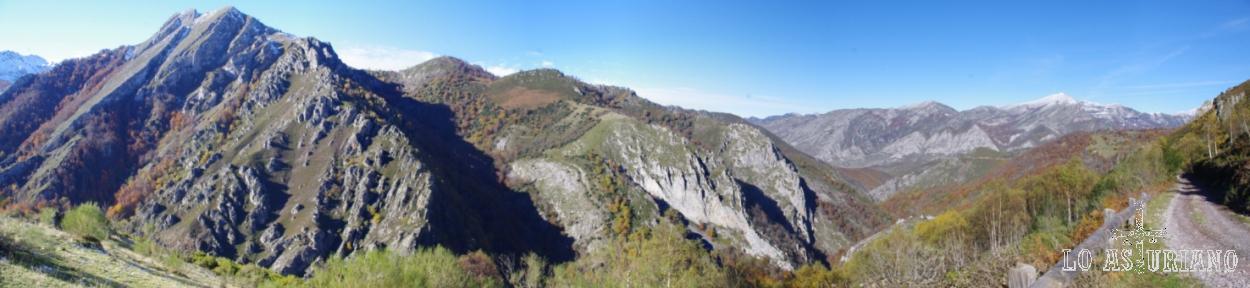 Confluencia del valle del río Monasterio, con el valle, al fondo del alto Nalón.
