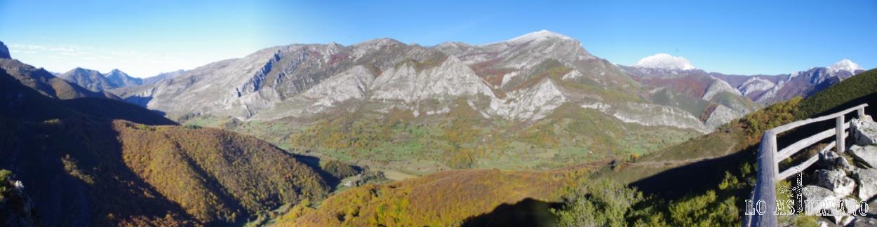 El valle del Nalón, desde el Texu de Oración. A la derecha, las cumbres nevadas del Tiatordos y más a la derecha, del Maciedome.