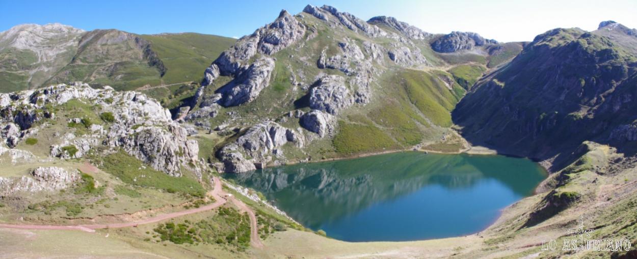 Lago de la Cueva, en el valle de Saliencia, a 1616 msnm.