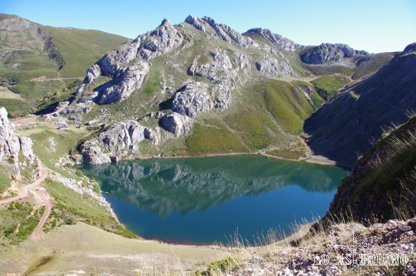 Lago de la cueva en Somiedo