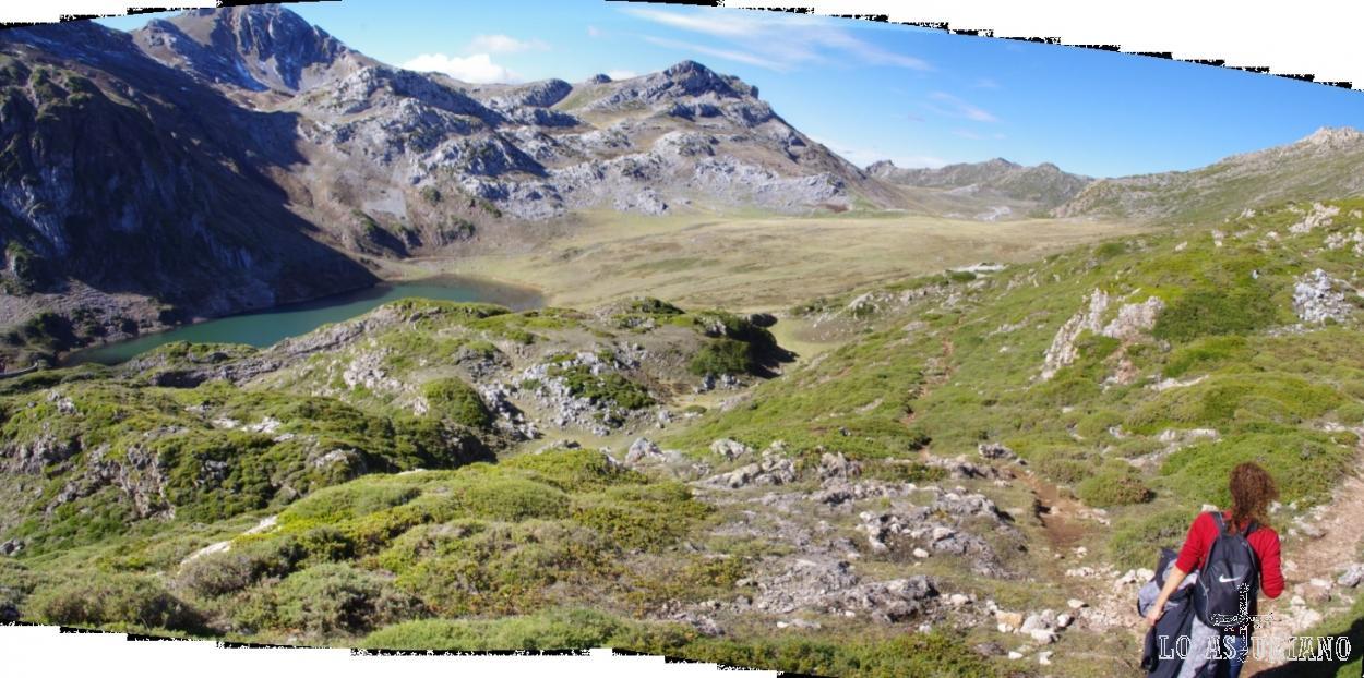 """En pocos pasos, hemos recorrido el Lago de la Cueva, el Lago de Calabazosa y volvemos al Lago de Cerviriz. Nuestro objetivo ahora, será recorrer este valle, hasta encontrar el paso que nos permita """"asomarnos"""" para ver el Lago del Valle y el precioso valle del Lago."""