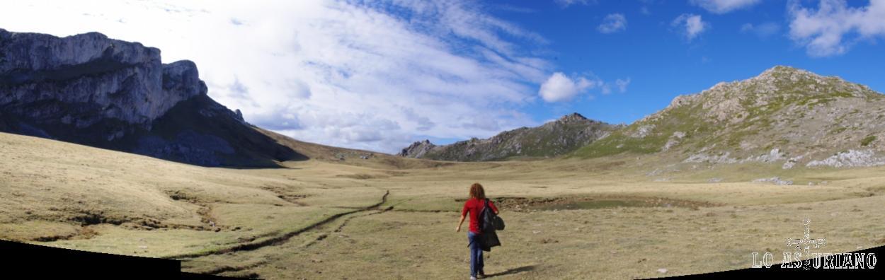 Seguimos disfrutando a través de este asombroso paisaje y del silencio más absoluto.