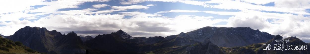 Skyline de las laderas astur-leonesas del Valle del Lago.
