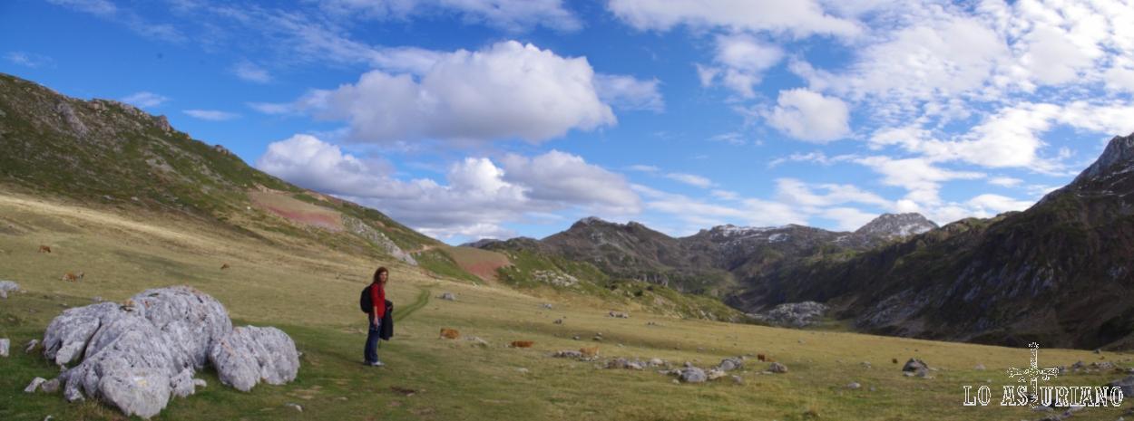 Majada de Fresneu, imagen bucólica, una más entre los enormes paisajes asturianos.