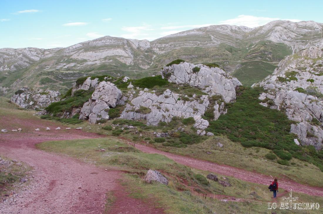 Al fondo el Valle de Saliencia.