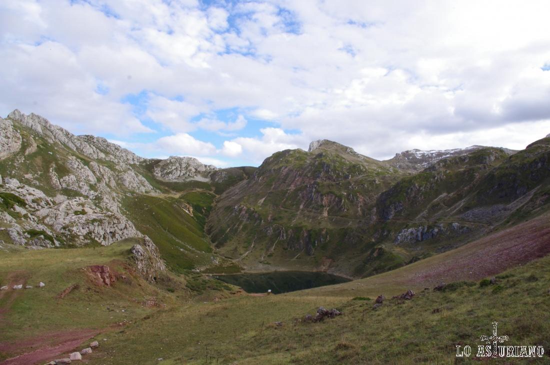 Llegando ya a la altura del lago de la Cueva.