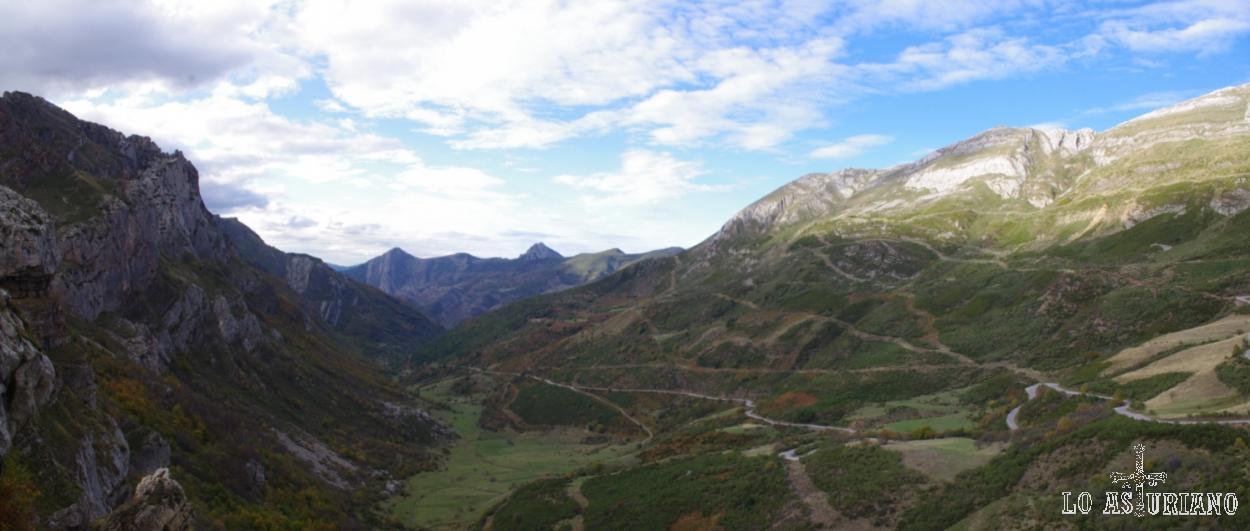 Valle de Saliencia; a la derecha, la subida a la Farrapona.