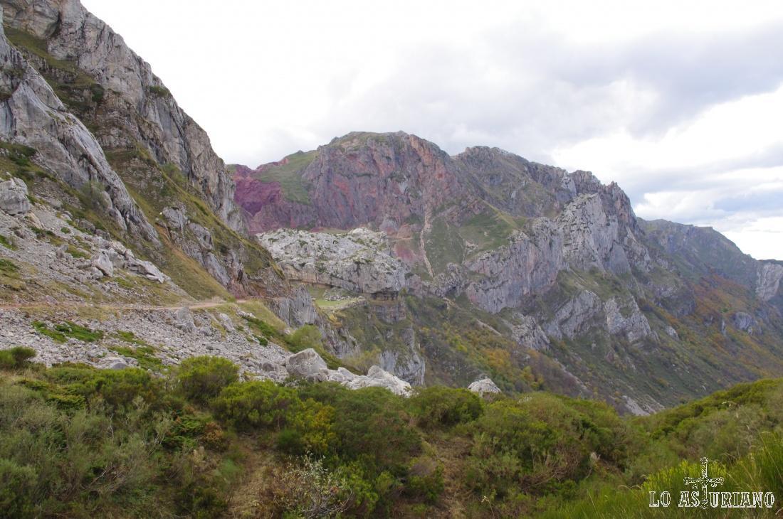 La preciosa Peña de la Cueva.