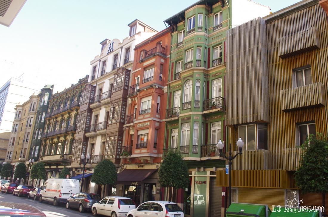 Gijón está situada en la costa de Asturias, y es la ciudad más poblada del Principado con 277.733 habitantes.