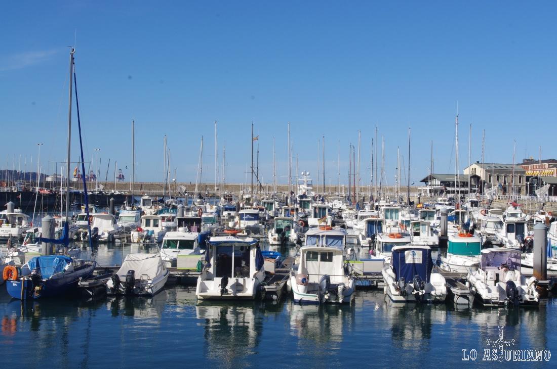 El puerto deportivo de Gijón cuenta con un total de 780 atraques.