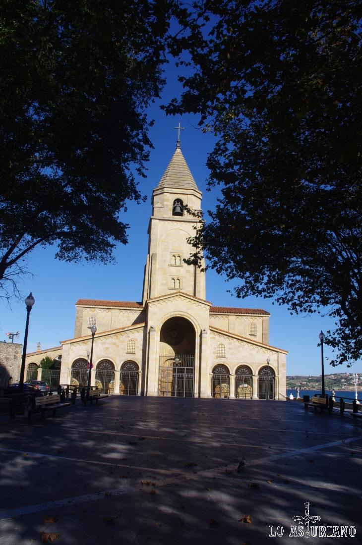 En Cimadevilla, se encuentra la preciosa iglesia de San Pedro.