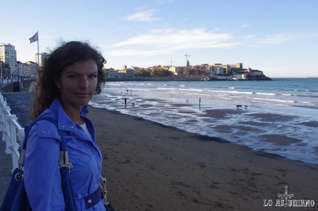 La playa de San Lorenzo, en Gijón.