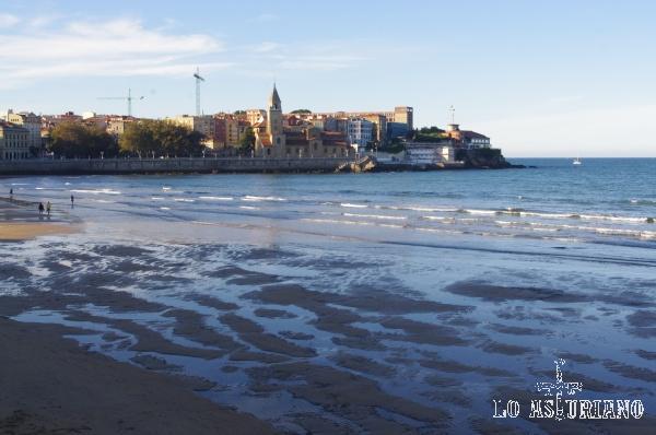 Playa de San Lorenzo, emblema de Gijón.
