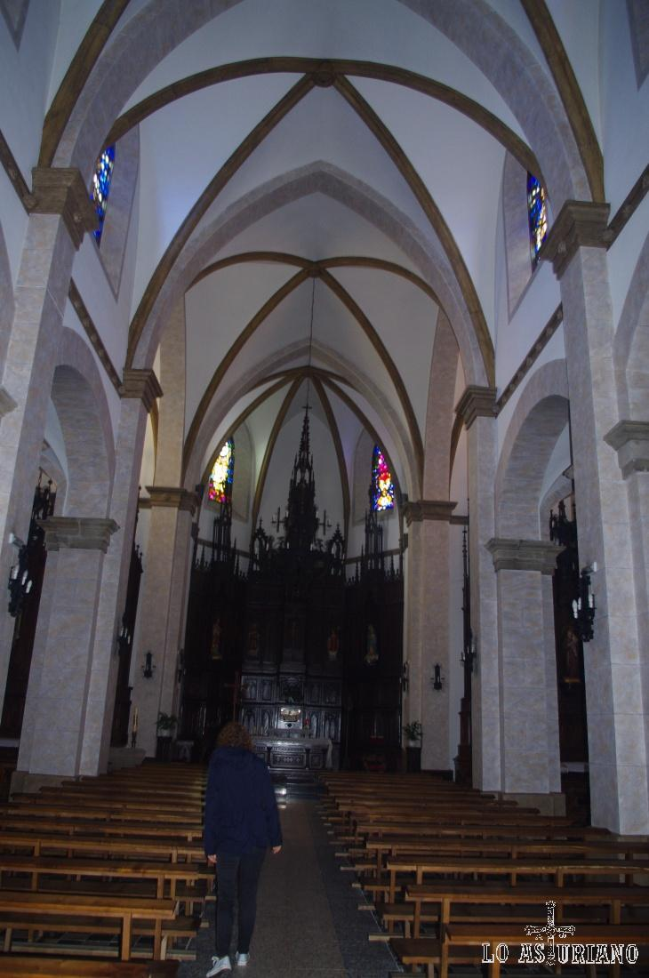 Interior de la iglesia neogótica de Tapia de Casariego.