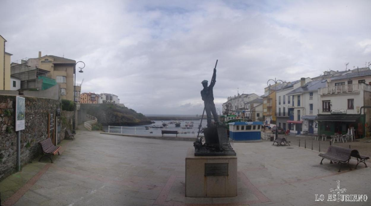 Monumento al marinero en el puerto de Tapia