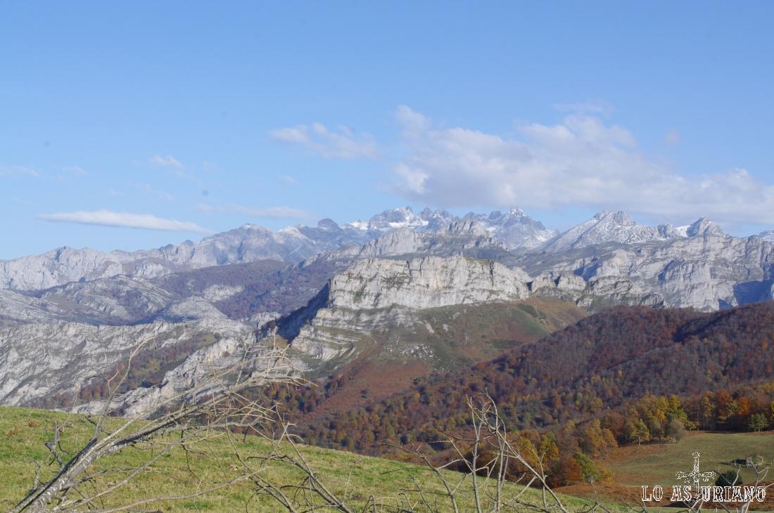 Los Picos de Europa desde el mirador de la collada de Ponga.