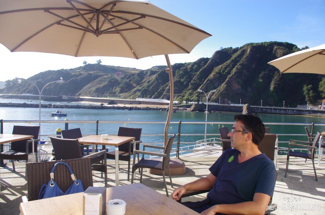 El club náutico de Candás es un lugar perfecto para disfrutar de un refrigerio o de una comida, mientras te relajas al borde del Cantábrico.