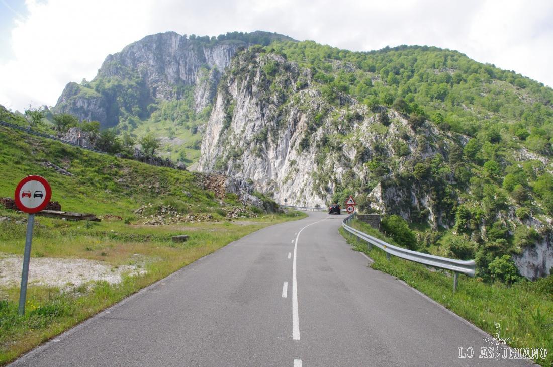 La sierra Llamea es la que está en el entorno de Oceño, que es hacia donde sube la carreterita.