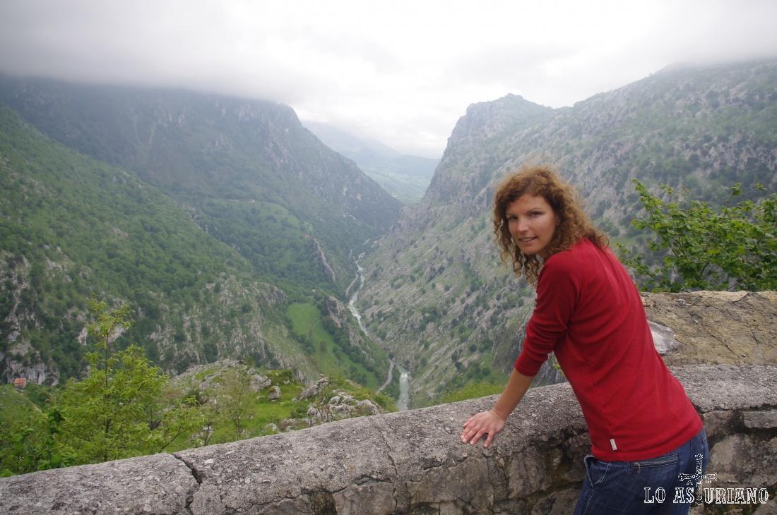 Fabuloso mirador del río Cares, desde la carreterina que sube desde Mildón a Oceño.
