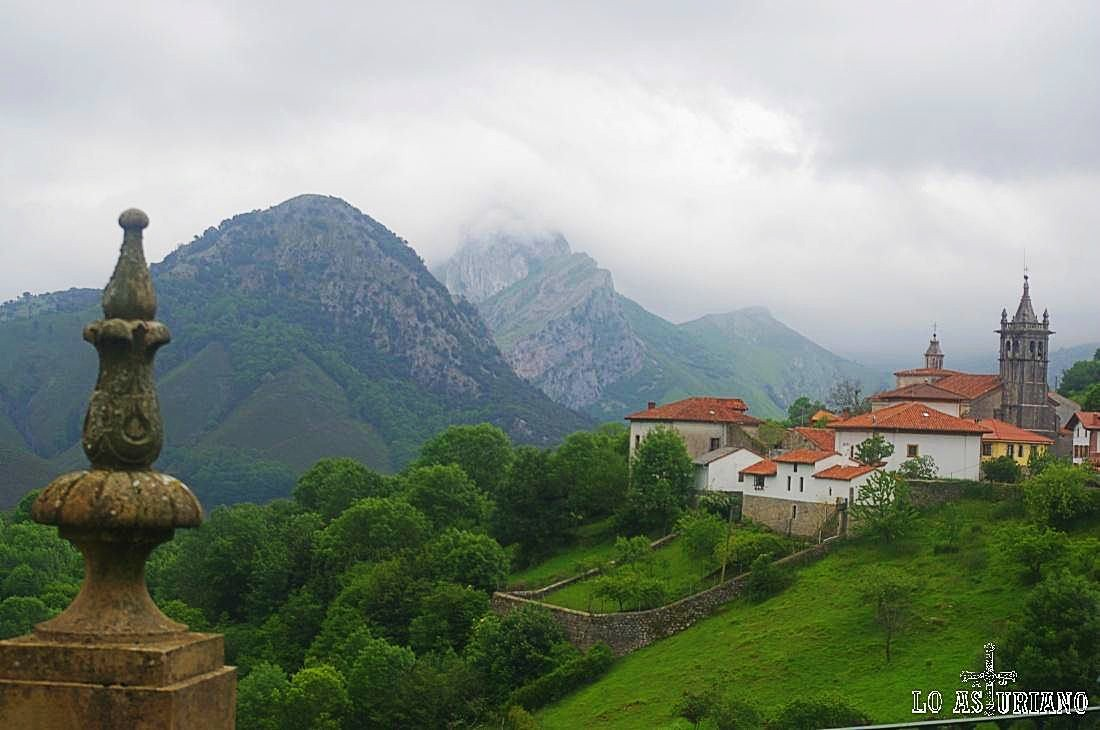 Vista de Alles, la preciosa capital del concejo de Peñamellera Alta.