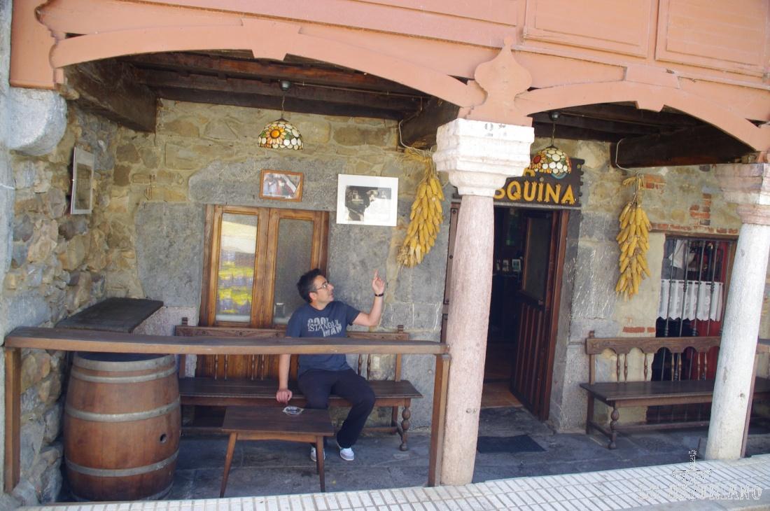 La tasquina, coqueto bar de La Plaza, Teverga.