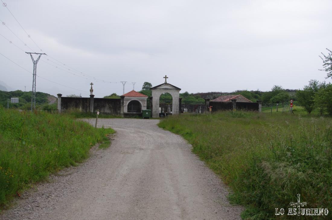 Llegando a la altura del cementerio de Vidiago.