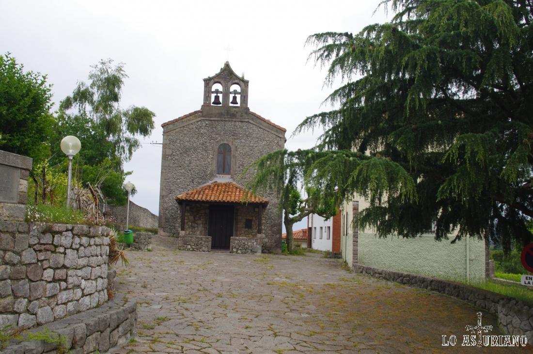 San Juan Bautista de Andrín (1895), iglesia de tipología popular, con un porche delantero y una cabecera cuadrada.