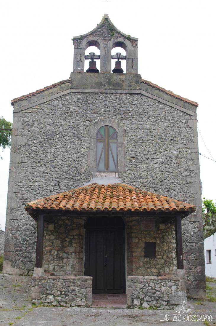 La iglesia de San Juan Bautista de Andrín (1895) es una iglesia de tipología popular, con un porche delantero y una cabecera cuadrada.
