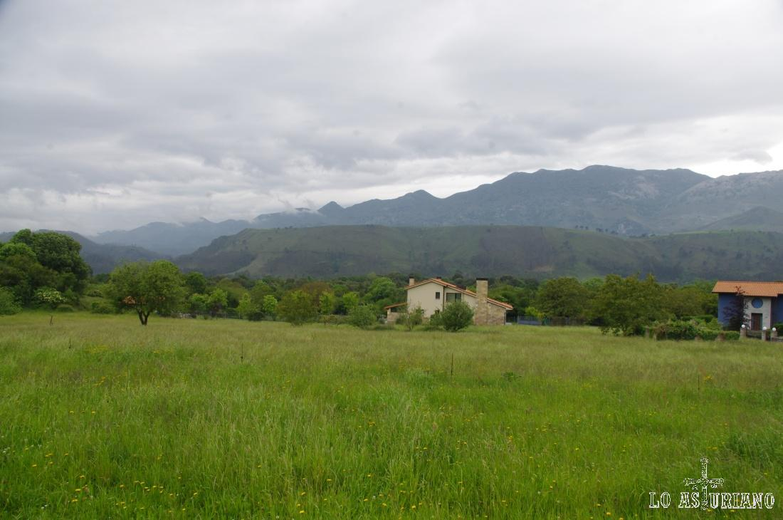 Preciosas nubes sobre el Cuera y sobre el concello de Llanes.