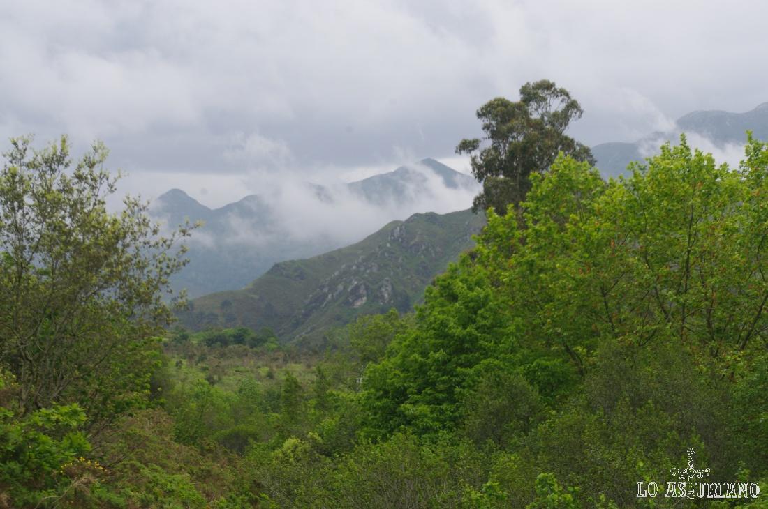 Humo de nieblas en los altos del Cuera.