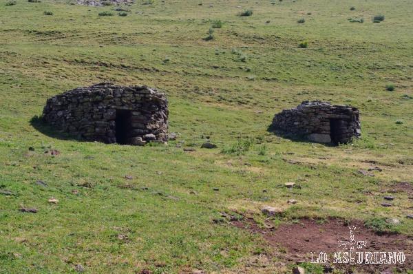 Algunas brañas se convirtieron en ocupación permanente y en ellas se edificaron chozos o refugios de piedra.