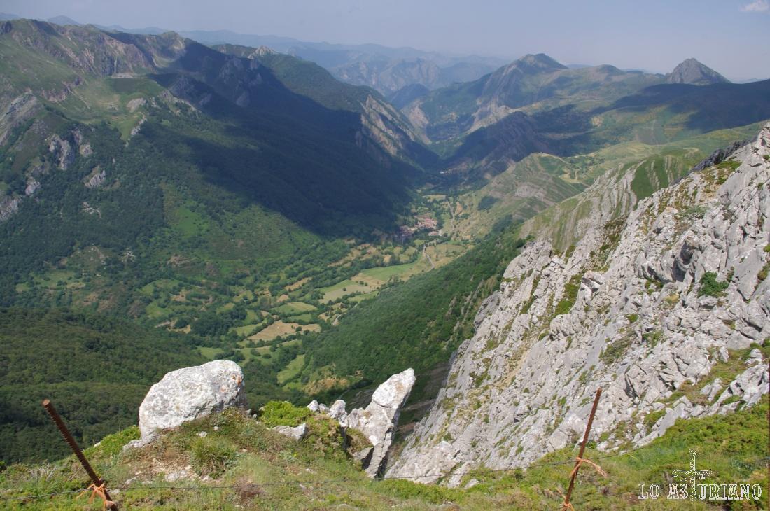 Preciosas vistas del valle de Saliencia, en la que llegamos a divisar: Saliencia, Endriga y Arbeyales.