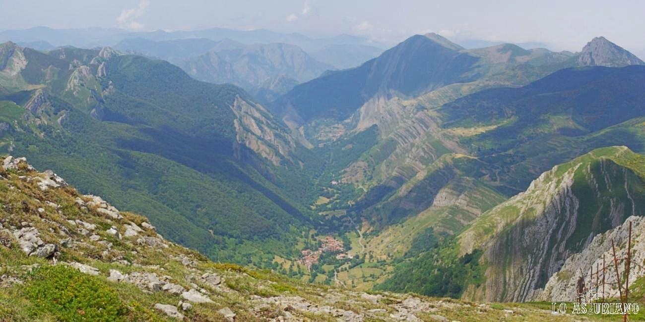 Novecientos metros por debajo nuestra, Saliencia, punto de inicio y fin de esta fantástica ruta en Somiedo.