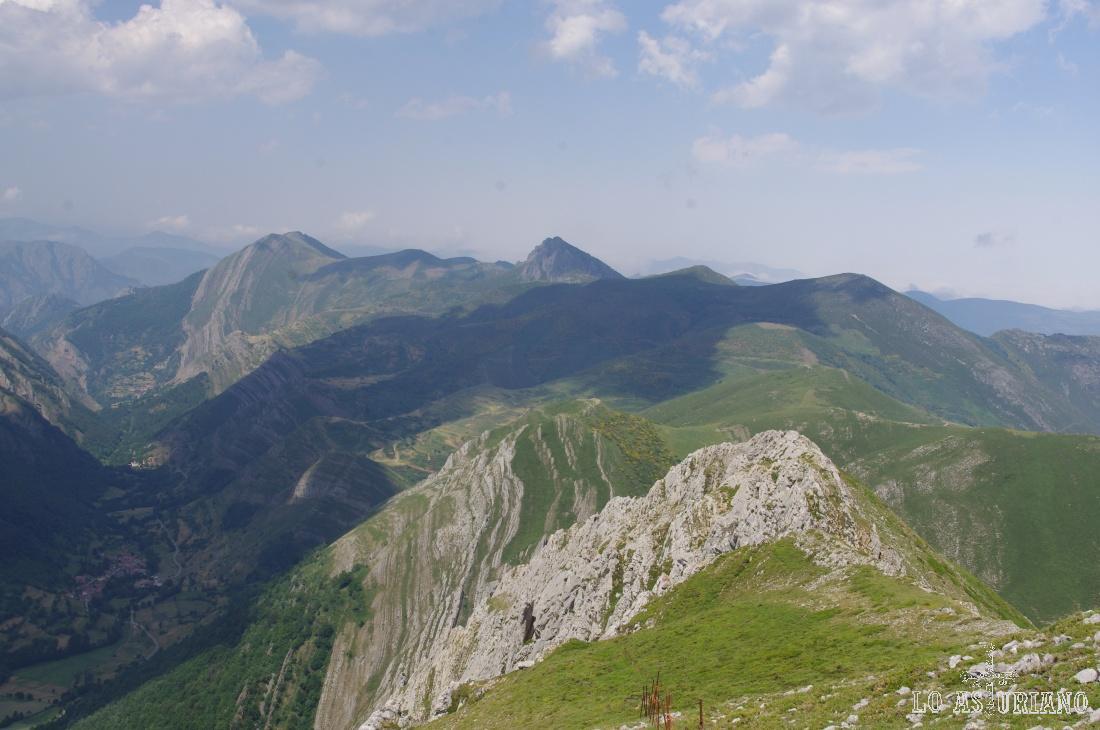 Desde la sierra de los Bígaros tienes una de las mejores panorámicas del precioso valle de Saliencia.