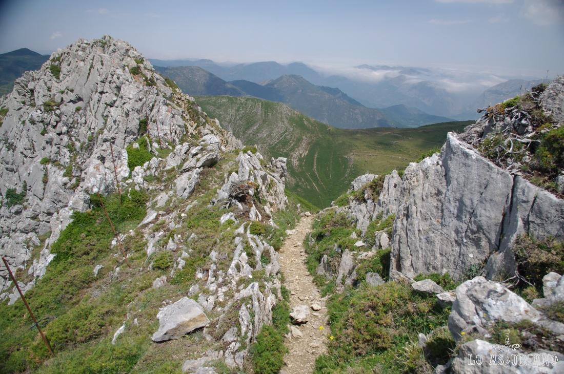 Paso de Ferrera, camino de vuelta hacia la braña de la Mesa.