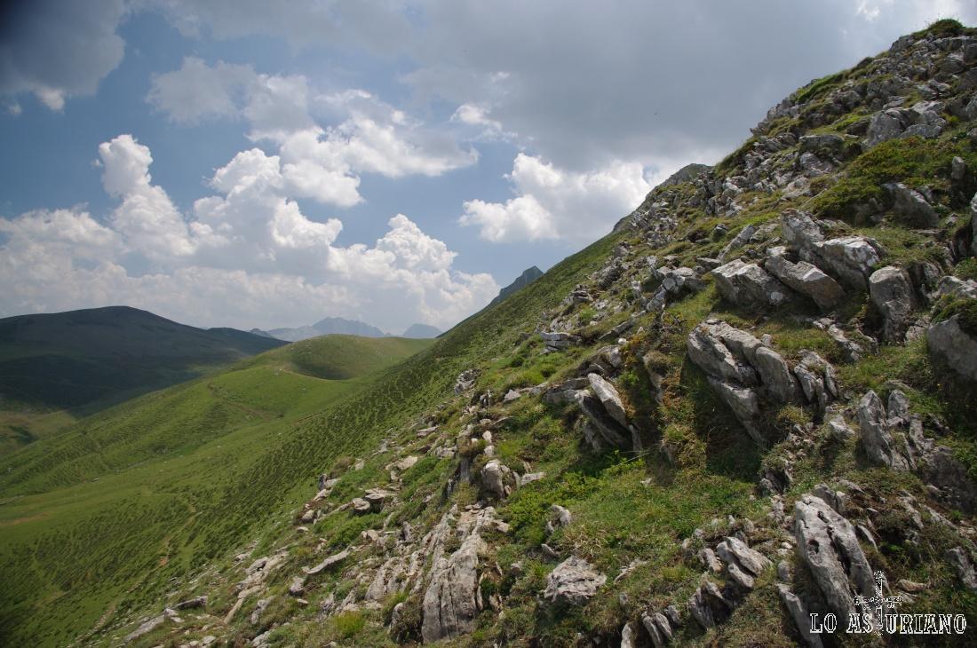 Bajando por las laderas, a la altura ya de la laguna Chau.