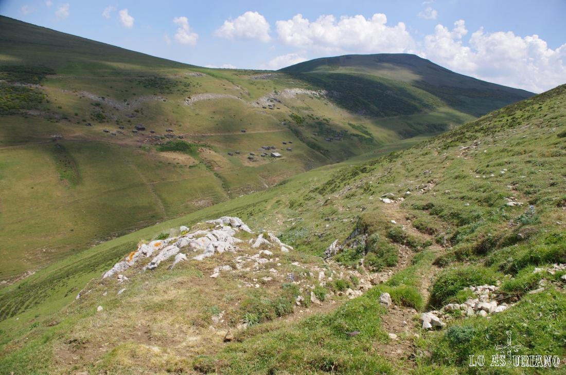 Braña de la Mesa desde la ladera de los Bígaros