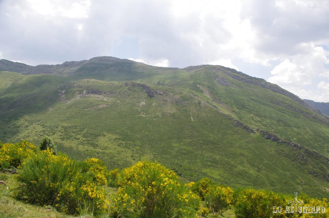 Cara norte de la sierra de los Bígaros.
