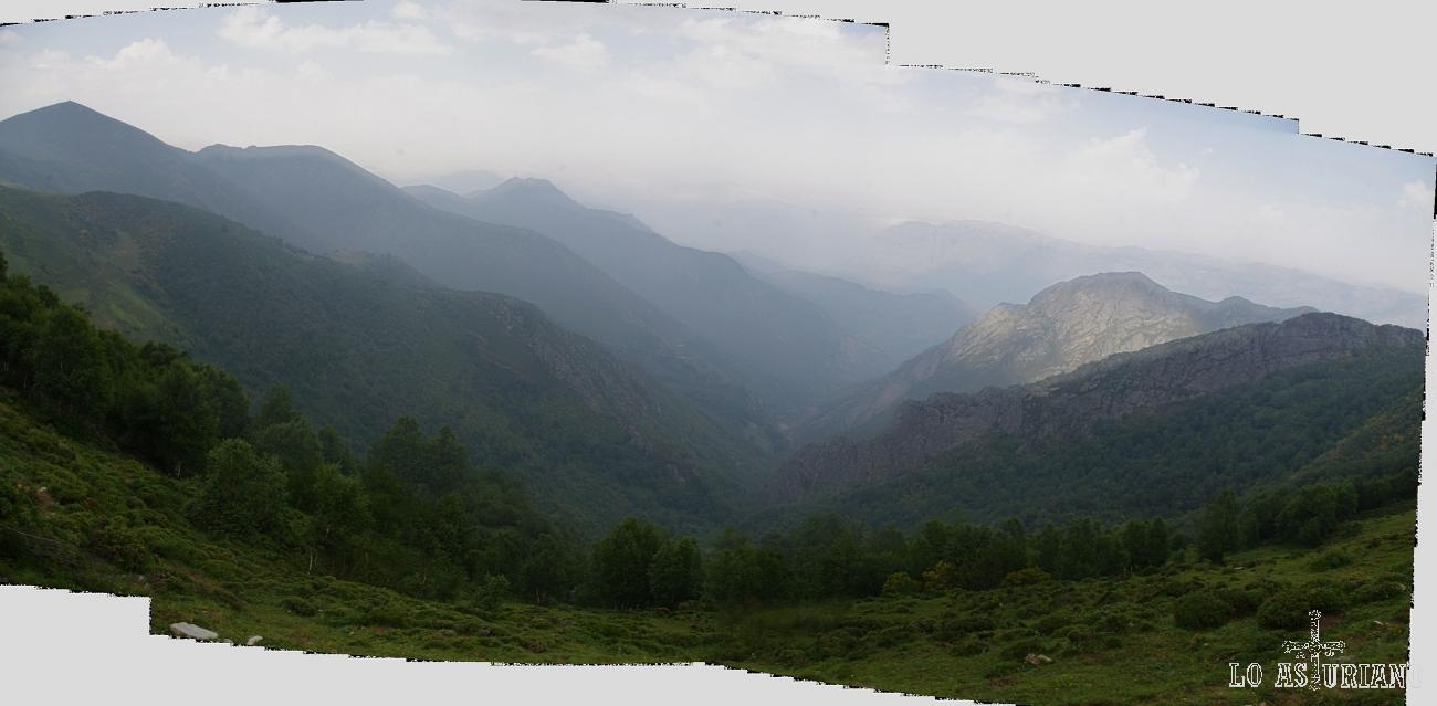 Nubes y brumas en los relieves montañosos de Teverga.