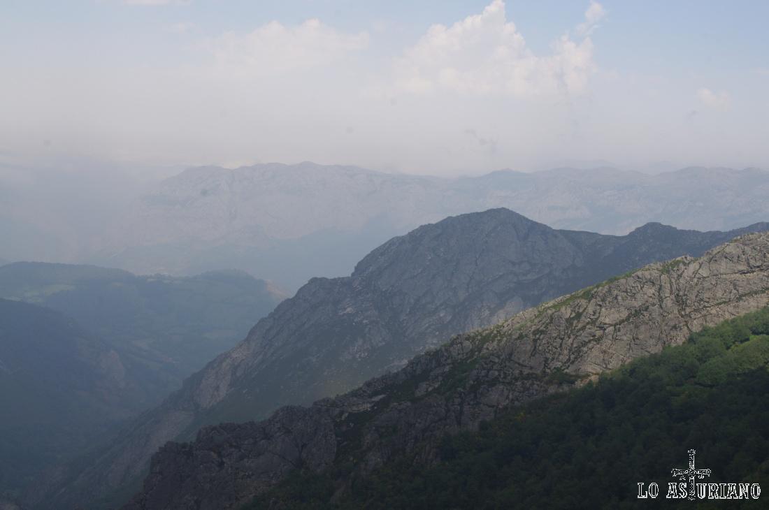 Zoom hacia los bonitos montes de Carroceda.