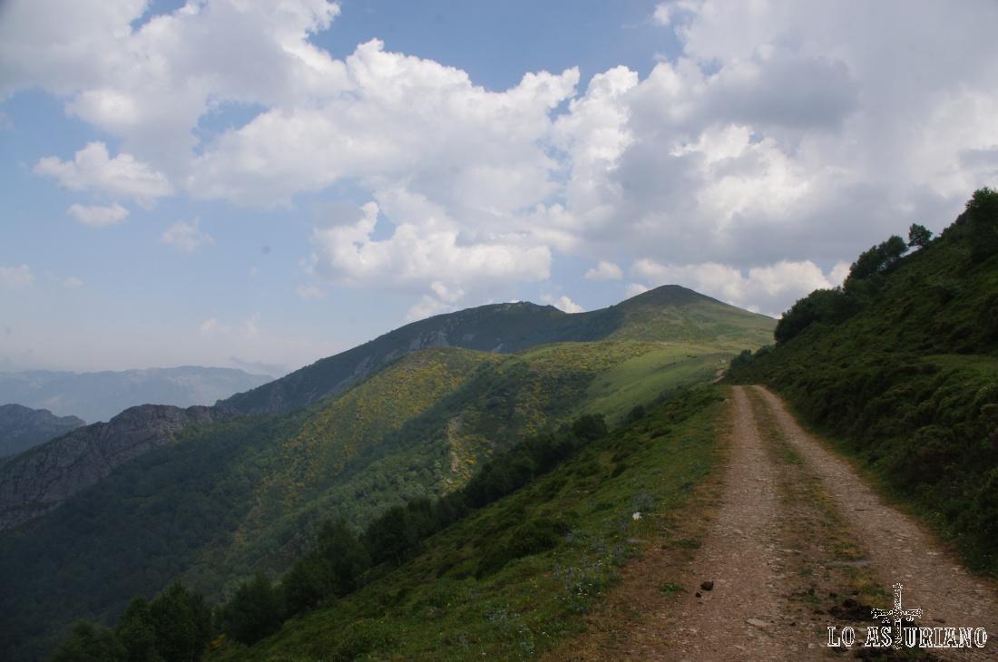 Collada del Muru y valles de Teverga