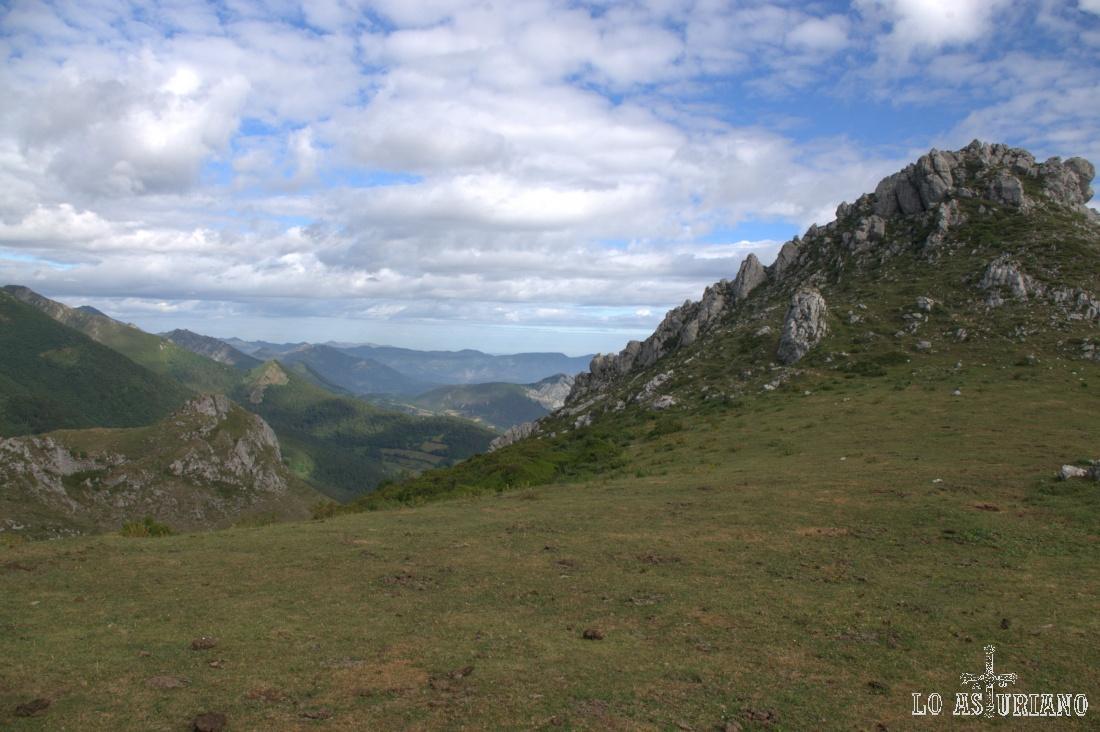 Este es el delicioso paisaje que tenemos camino del monte Grande, primer objetivo del día.