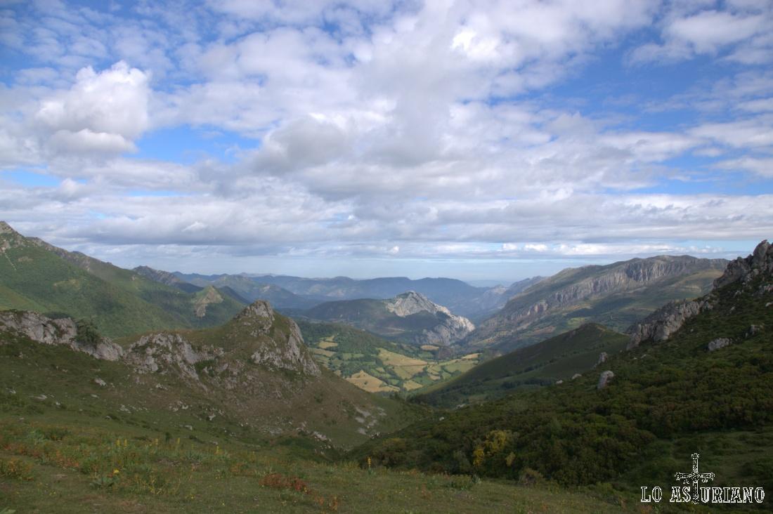 El valle del río de la Ventana primero y luego del río Val de San Pedro y más tarde el río Teverga.