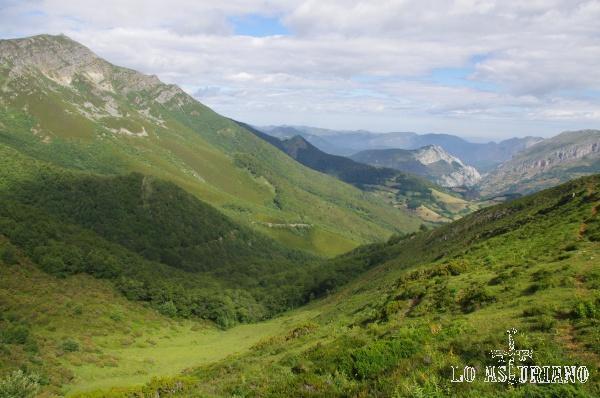 Por este valle nace un reguerito que vierte sus aguas en el río Ventana.
