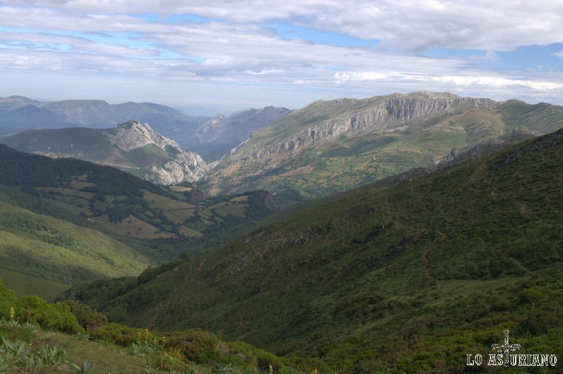 Las Saleras, de 1778 m a la derecha.